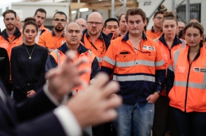 Opposition Leader Bill Shorten speaks with West Gate tunnel construction workers, in Melbourne on Monday 15 April 2019. Opposition Leader Bill Shorten's campaign during the 2019 Federal Election. fedpol ausvotes19 election19 Photo: Alex Ellinghausen